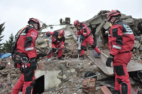 Beykoz'da deprem tatbikatı nefes kesti