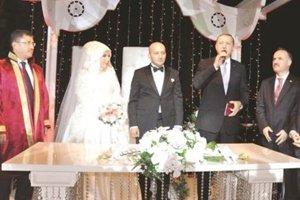 Başbakan Beykoz'da düğüne katıldı...