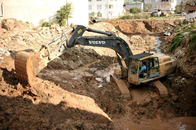 İBB ve Beykoz Belediyeleri Akbaba Deresi'ni islah ediyor