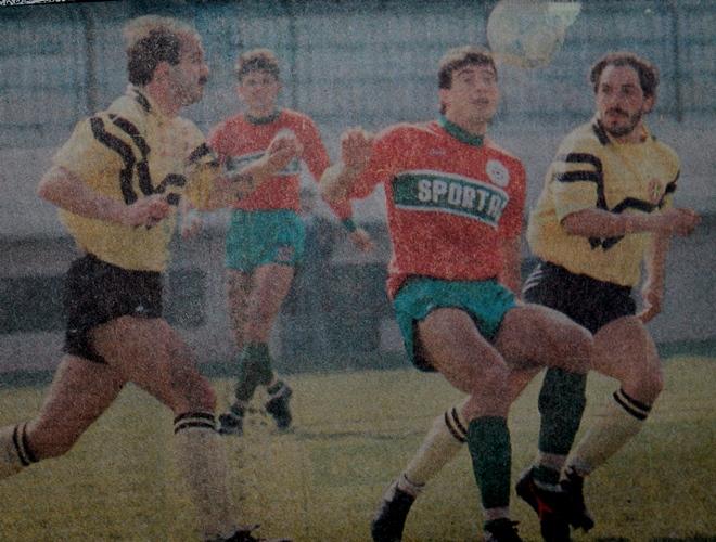 Eski futbolcu Cihan Karaca vefat etti.