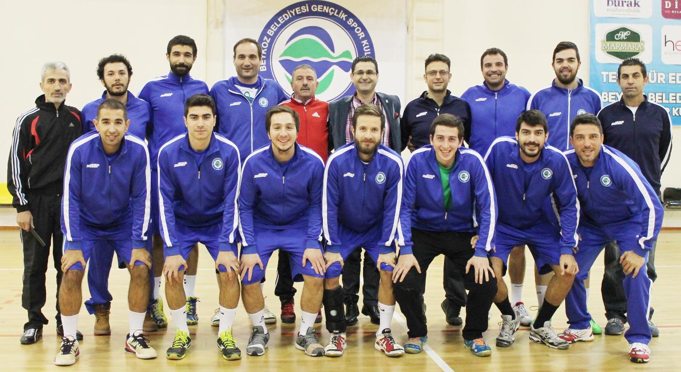 Beykoz Belediye hentbol takımı göz kamaştırıyor