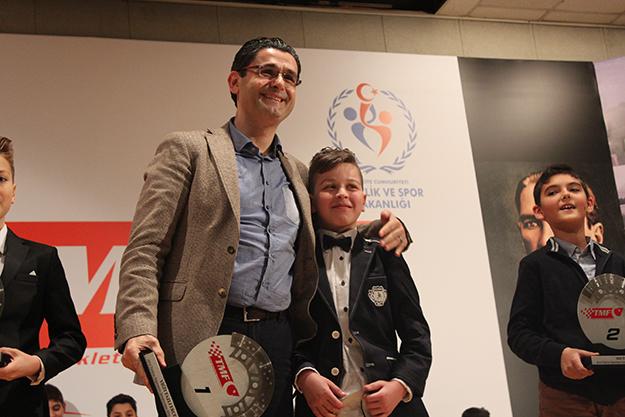 Beykozlu Türkiye birincisi ödülünü Kaşıtoğlu'ndan aldı