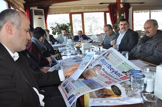 Dernekler Birliği gazetecileri kutladı