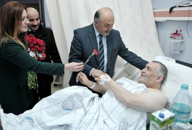 Salih Birinci'den hasta ziyaretleri
