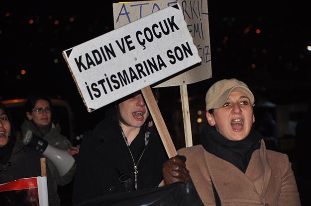 CHP Beykoz Özgecan Aslan  için yürüdü