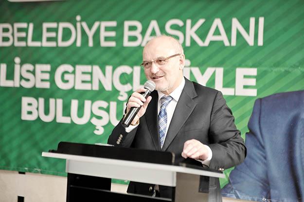 Beykoz Belediye Başkanı öğrencileri ihmal etmiyor