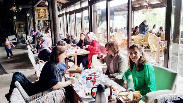 MHP'li anneler, Beykoz Beykonağı'nda buluştu
