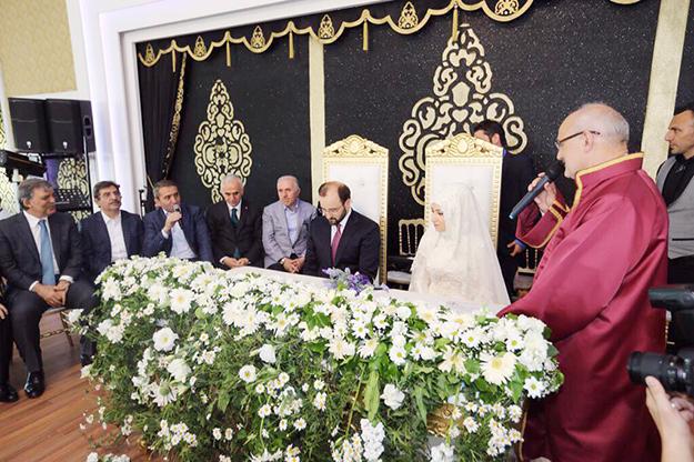 Beykoz'da baba oğlunun nikahını kıydı