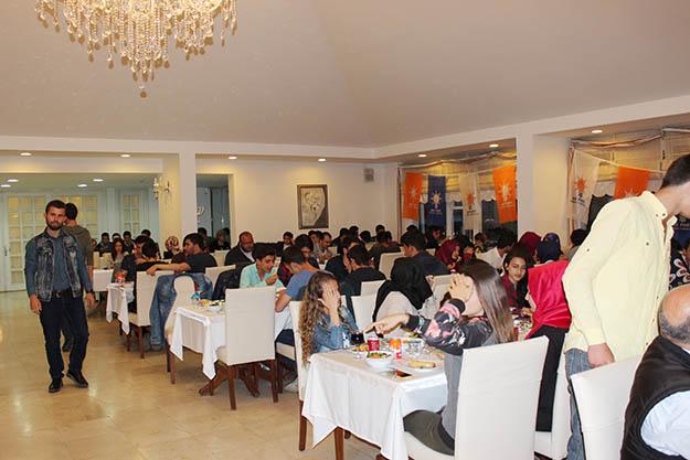 AK Parti gençlerin peşinde
