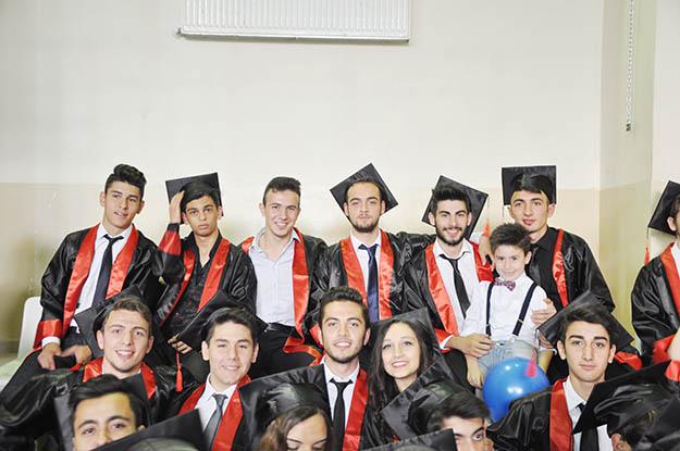 Beykoz'da 176 liselinin mezuniyet coşkusu