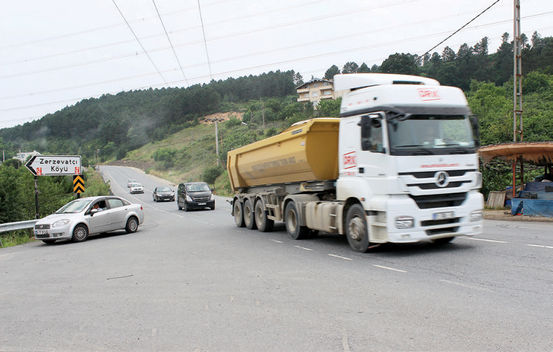 Beykoz Riva'da kamyonlar yüzünden kazasız gün geçmiyor!