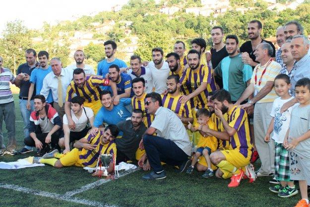 Mesudiyespor şampiyonluk kupasını aldı!
