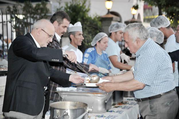 Beykoz Meydanı'nda 5 bin vatandaşa iftar sofrası