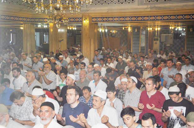 Beykoz camileri bayram namazı için doldu taştı