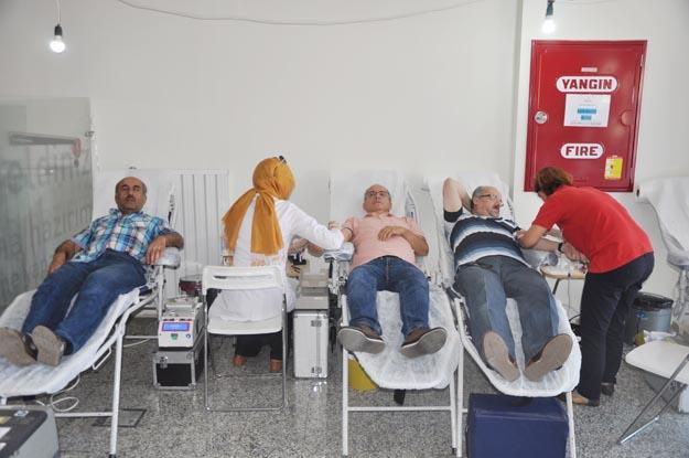 Kızılay Beykoz'da kan topluyor.