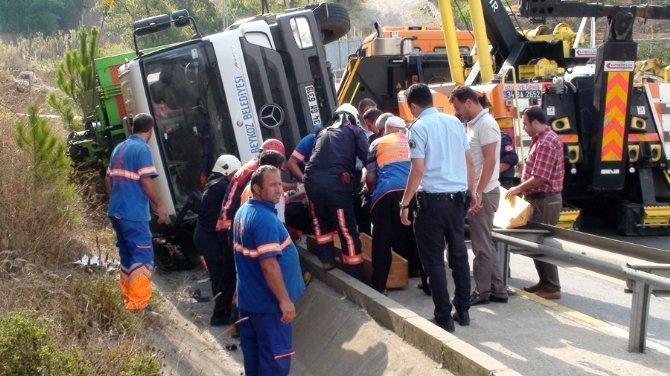Beykoz'da çöp kamyonu devrildi. Bir kişi öldü