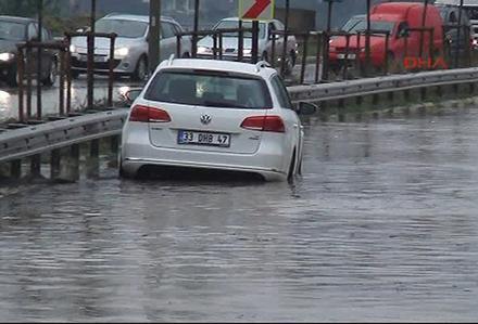 Beykoz Riva yolu yağmur nedeniyle kapandı