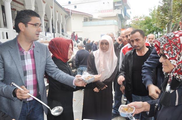 Beykoz'da Cuma sonrası aşure kuyruğu