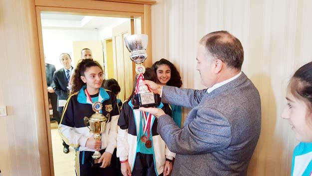 Beykoz'un öğrencileri, madalyaya doymuyor