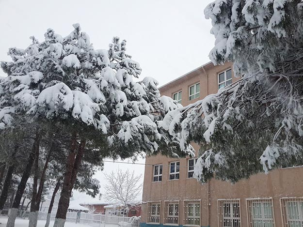 Örnekköy Tepetarla Ortaokulu'nda sıra ek binada