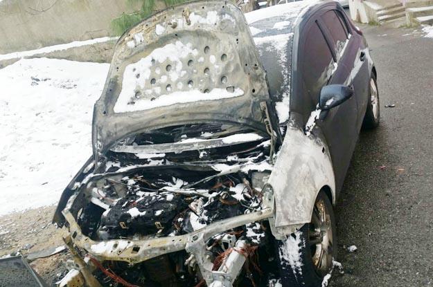 Beykoz Soğuksu Mahallesi'nde 4 araba kundaklandı