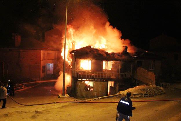 Beykoz Akbaba Mahallesi'nde yangın... 1 ölü...