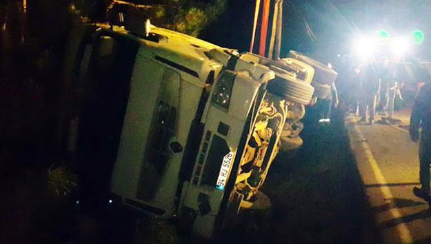 Polonezköy'de kamyon şarampole devrildi