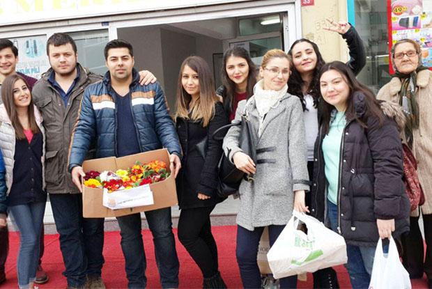 CHP'nin Beykoz gençleri el öptü
