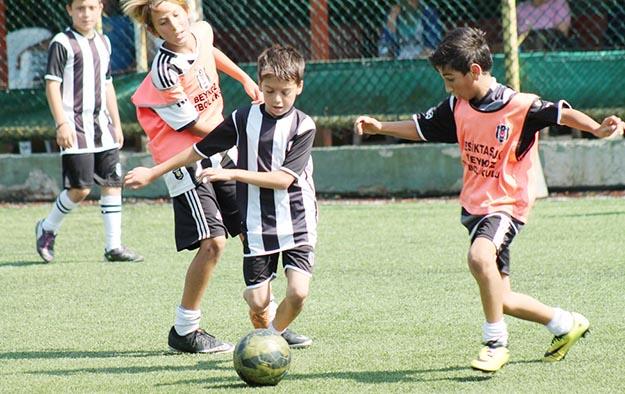 Beşiktaş'a futbolcu arıyorlar