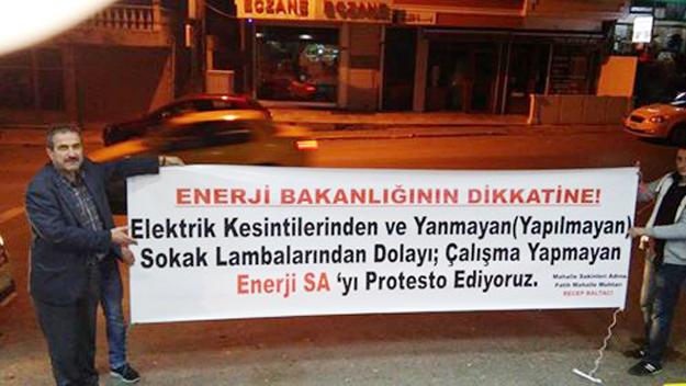 Muhtardan Enerjisa'ya protesto pankartı