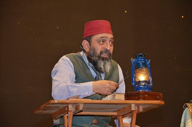 Ahmet Yenilmez Beykoz'da 'Safahat'ı sahneledi