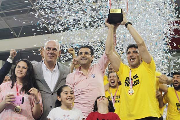 Beykoz Belediyespor kupayı aldı