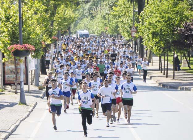 Atletler Beykoz'da anneler için koştu