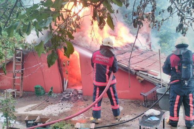 Beykoz Örnekköy Mahallesi'nde bir ev yandı