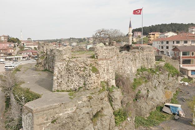 Beykoz'da Riva Kalesi, restorasyon için gün sayıyor