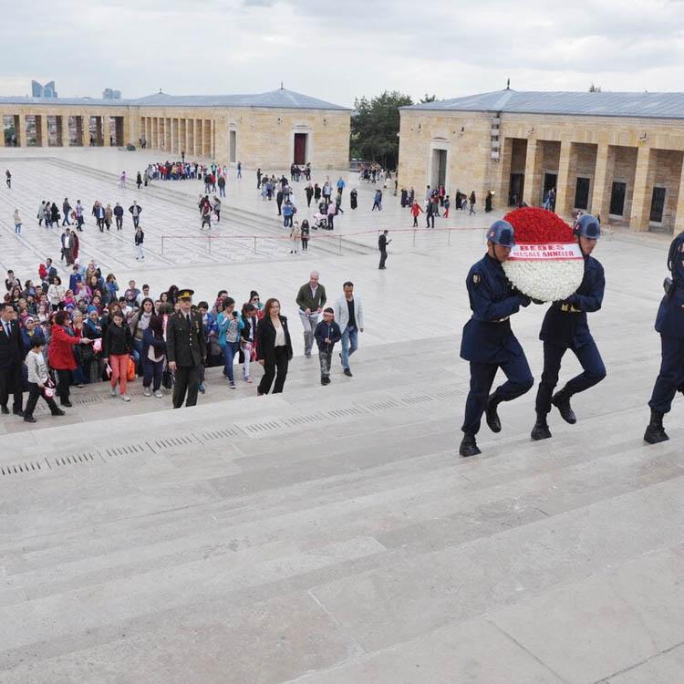 BEDES, 150 kişiyi Anıtkabir'e götürdü
