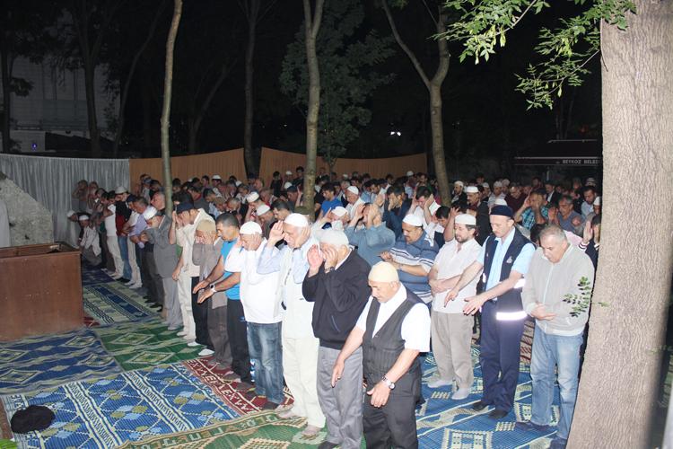 Tarihi Namazgah teravih namazıyla açıldı