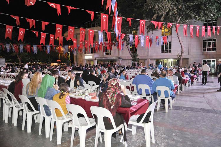 Beykoz Belediye Meydanı'nda sahur bereketi