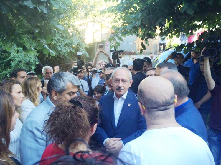 Kemal Kılıçdaroğlu, Beykoz'da Prof. Öztürk'ü ziyaret etti