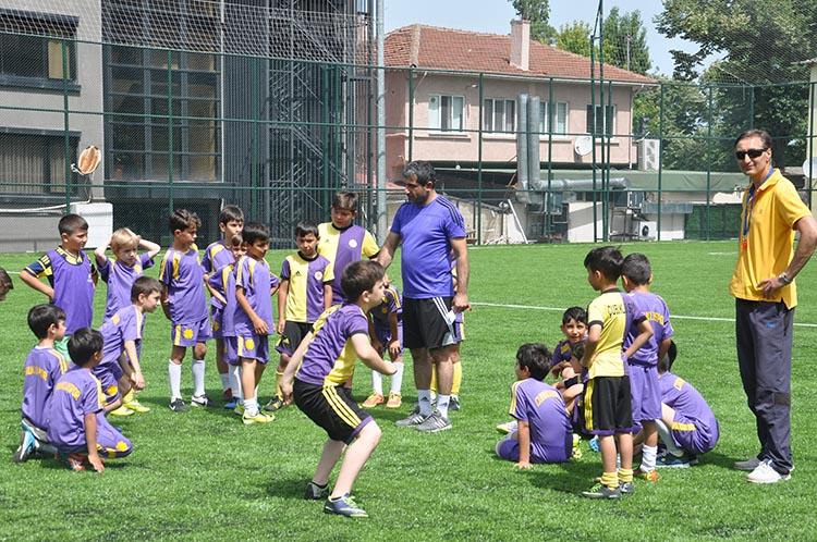 Çubukluspor Futbol Okulu sezonu açtı