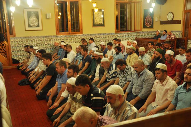 Beykoz Yuşa Camii'nde teravih huzuru