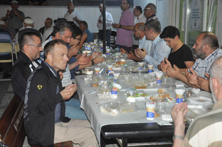Çubuklu Beşevler'de mehterli iftar coşkusu