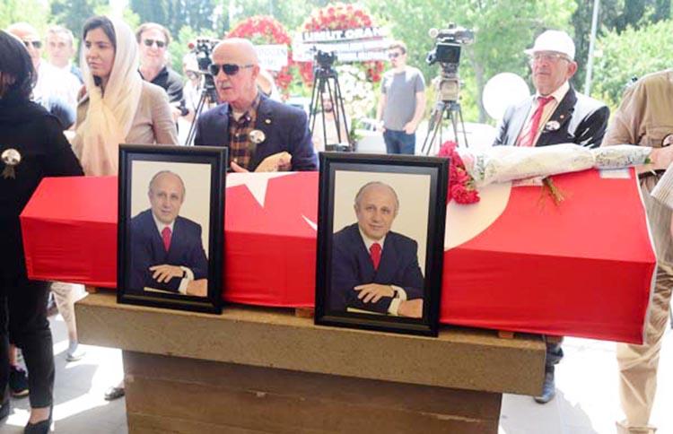 Beykoz'daki cenazede alkış krizi çabuk bitti