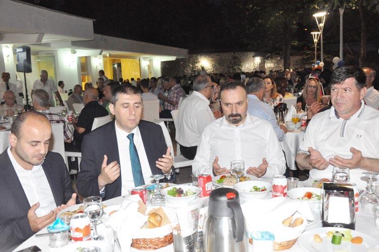 AK Parti Beykoz vefa iftarında sinirler gerildi