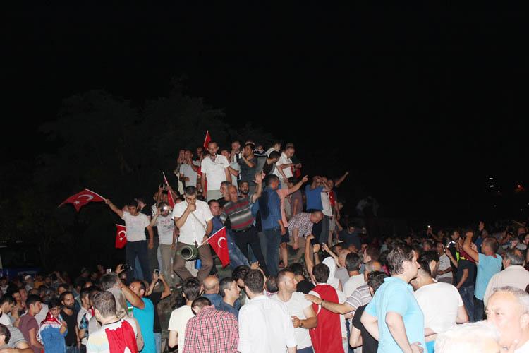 Beykoz halkı demokrasiye sahip çıktı…