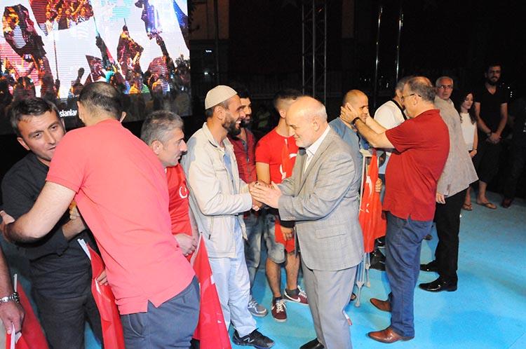 Beykoz'un kahramanları Belediye Meydanı'nda ağırlandı
