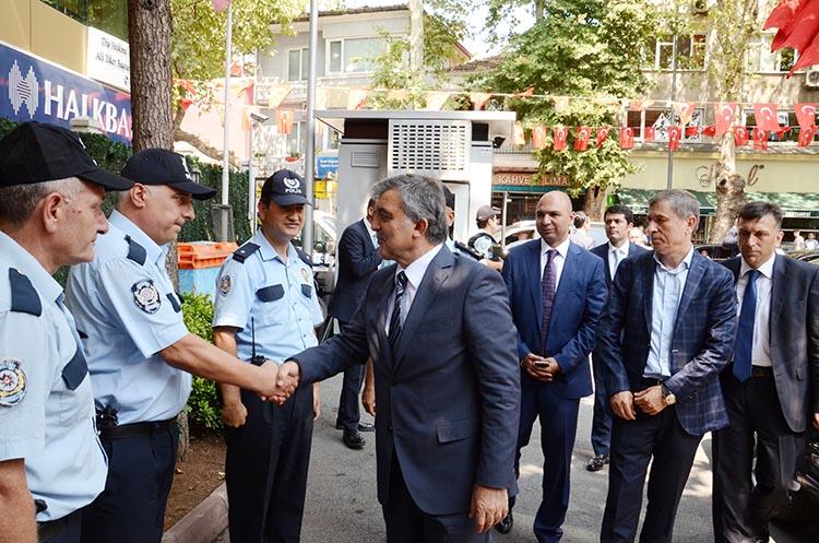 Abdullah Gül'den polislere moral ziyareti