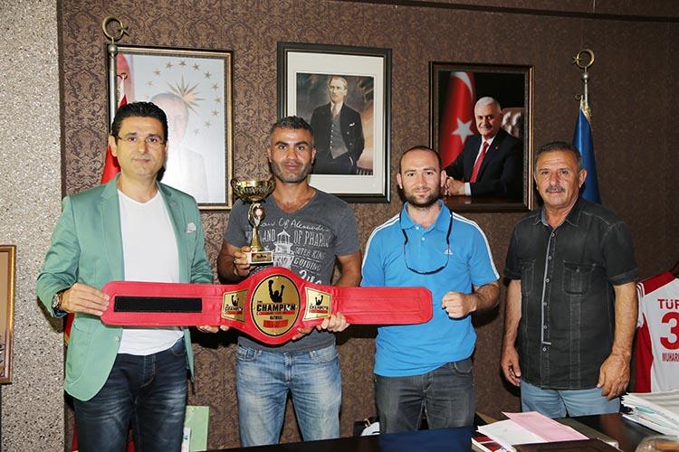 Serkan Tatar Beykoz'u ringte şampiyon yaptı