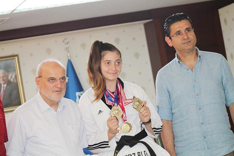 Beykoz'un şampiyon kızı bronz madalya ile döndü