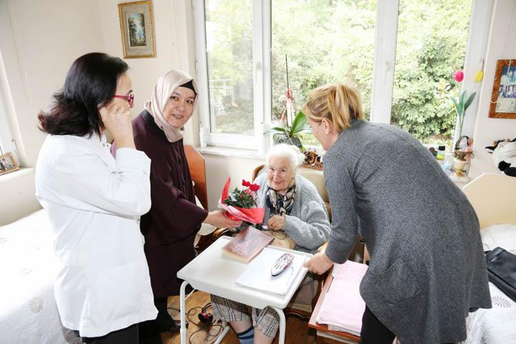 Beykoz Meclis Üyeleri, huzur evlerini ziyaret etti